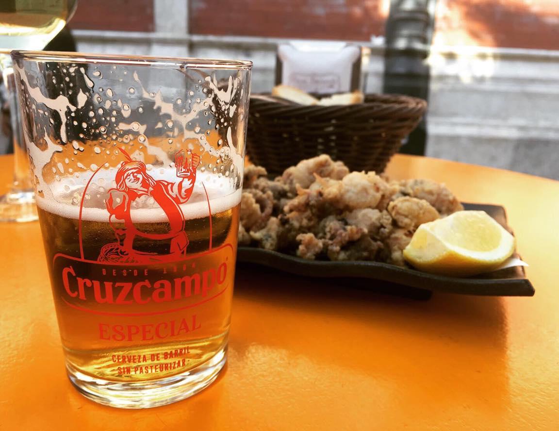 スペイン・マラガの海鮮バルでビール♪の写真