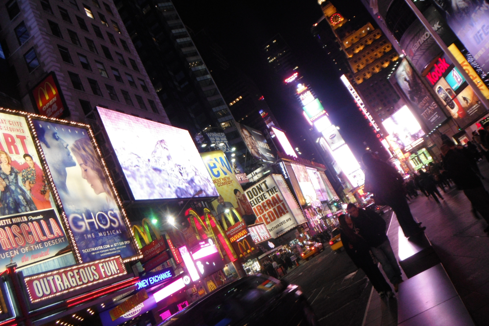アメリカ・ニューヨークのタイムズスクエア(夜景)の写真