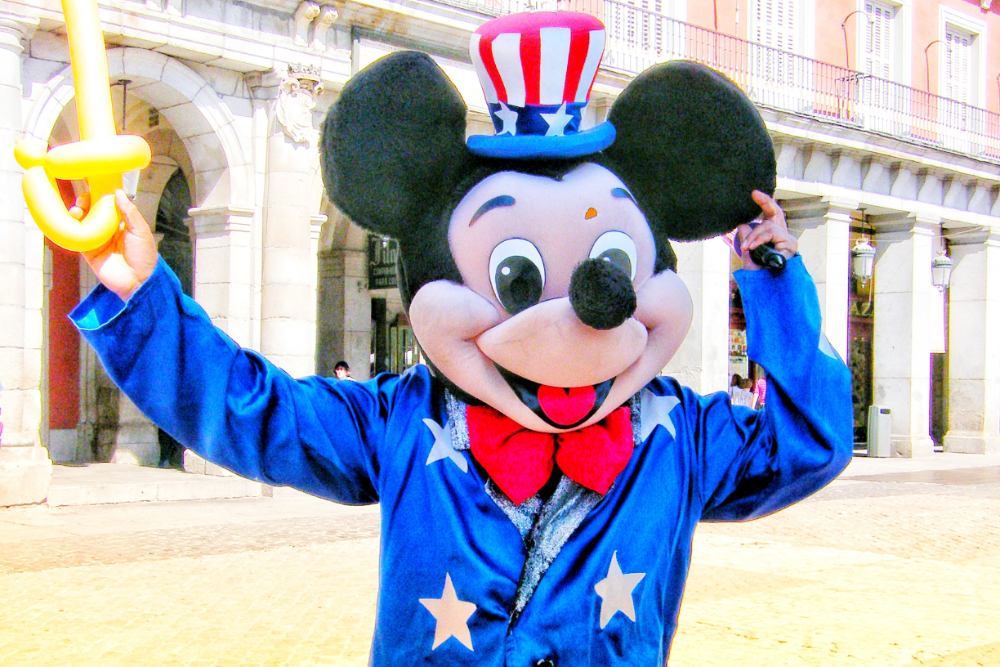 スペイン・マドリードの怪しいミッキーマウスの写真