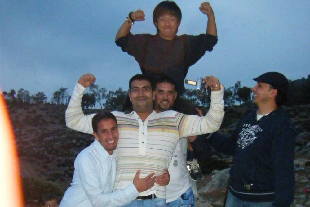 モロッコ・シャフシャウエンで出会った優しいお兄さんたち(肩車)の写真