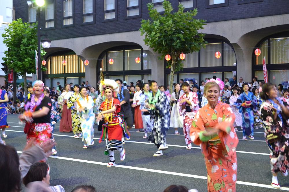 岩手|盛岡さんさ踊りパレード(海外の伝統衣装)の写真