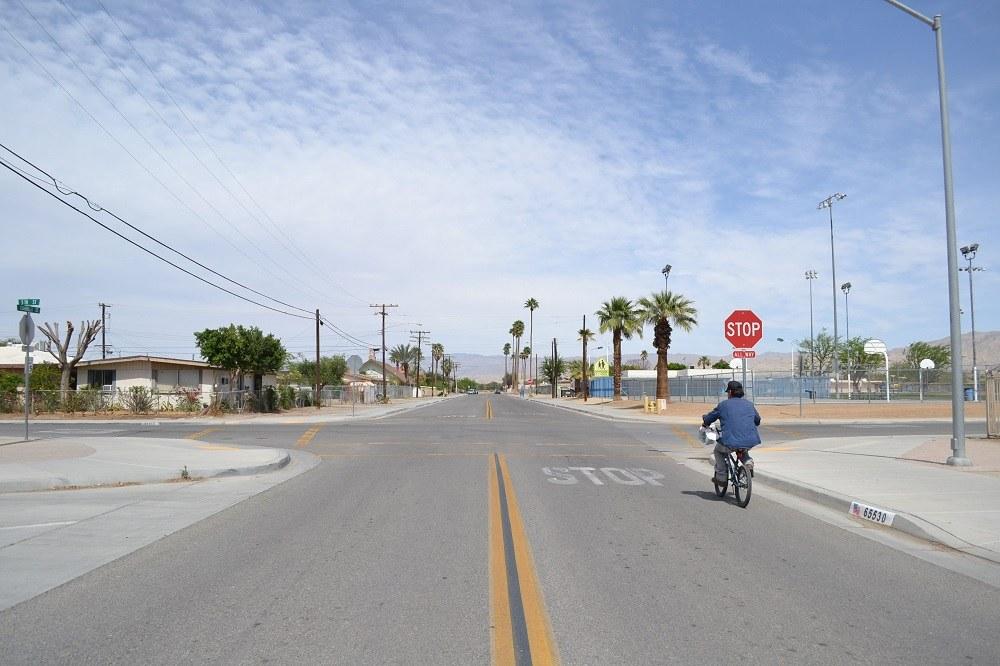 アメリカの砂漠の町の写真