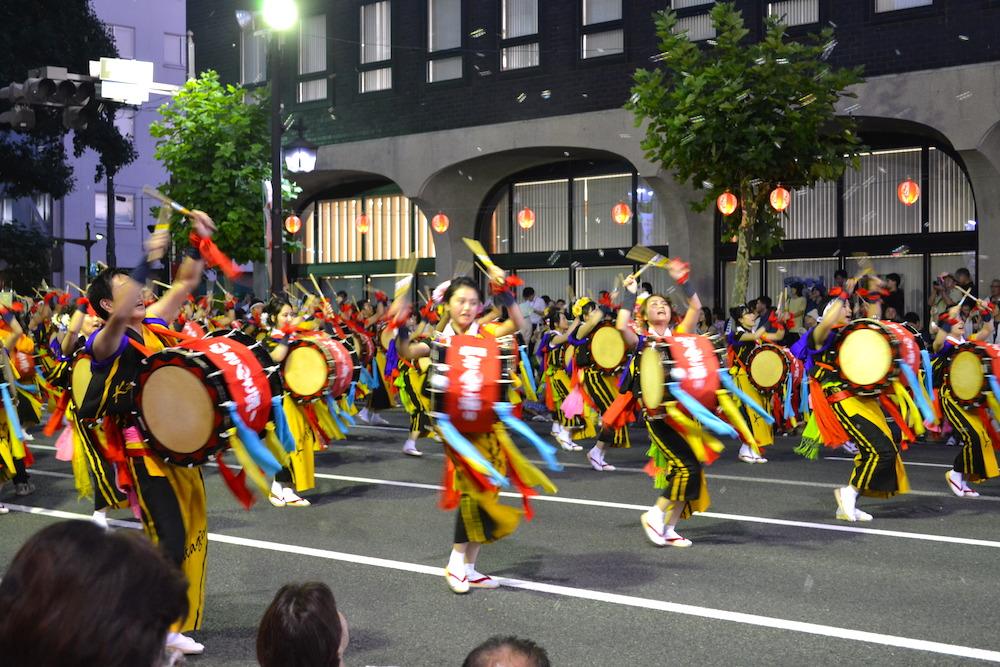 岩手|盛岡さんさ踊りパレード(黒黄衣装の太鼓隊)の写真