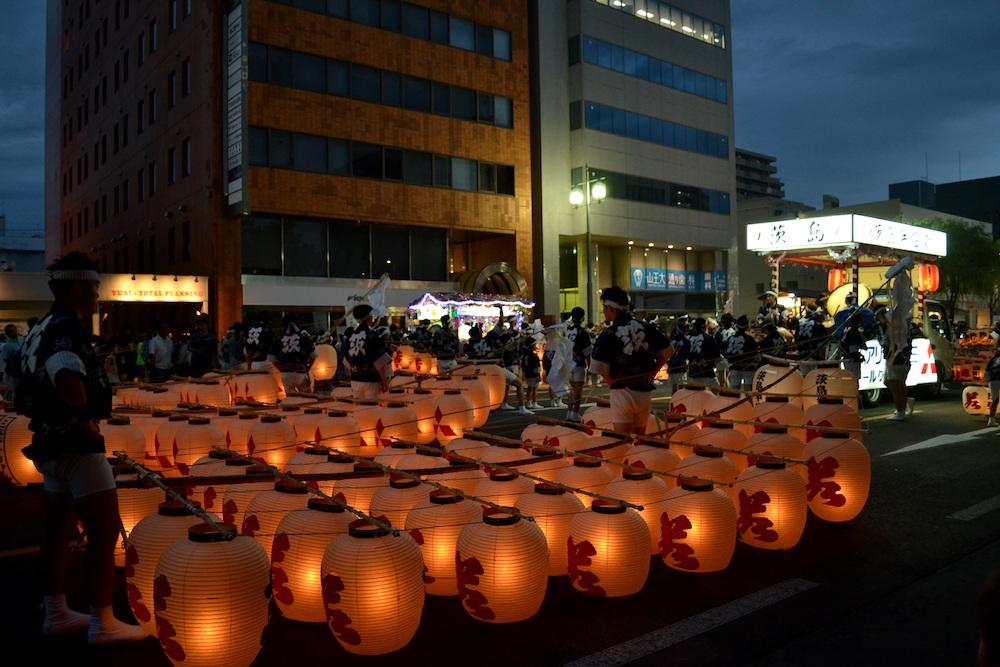 秋田竿燈まつり|夜本番・演技(本番前)の写真