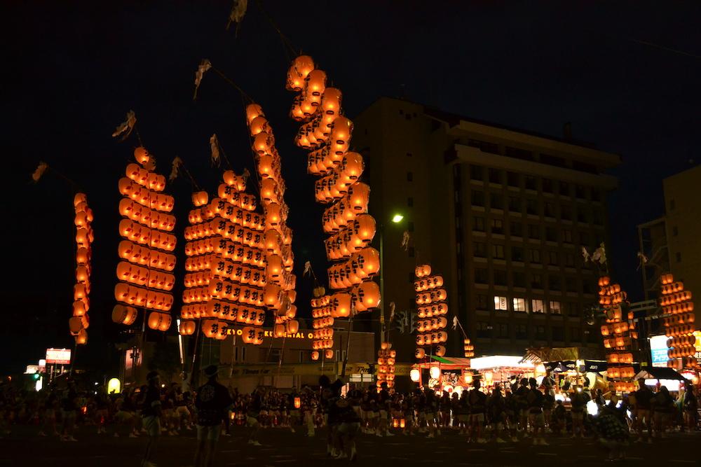 秋田竿燈まつり|夜本番・演技(全体)の写真