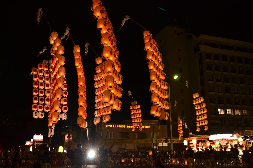 秋田竿燈まつり|夜本番・演技(全体・継竹前)の写真