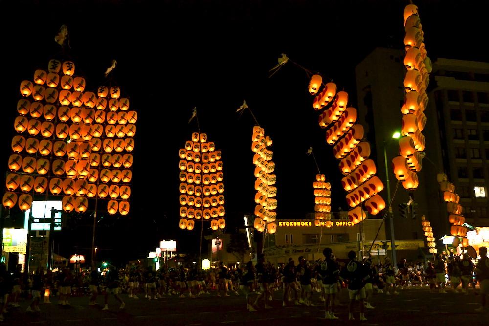 秋田竿燈まつり|夜本番・演技(全体2)の写真