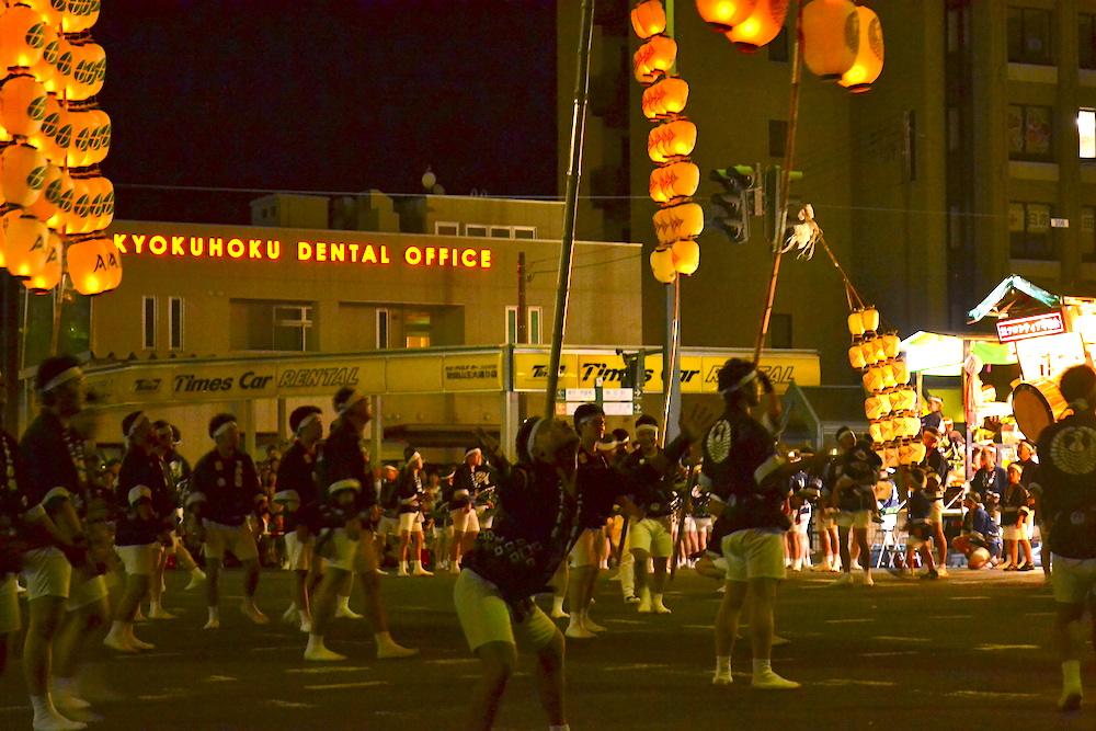 秋田竿燈まつり|夜本番・演技(達人の妙技・額)の写真