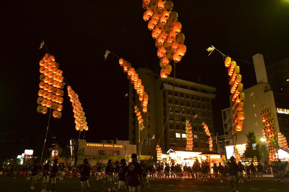 秋田竿燈まつり|夜本番・演技(全体・継竹後)の写真