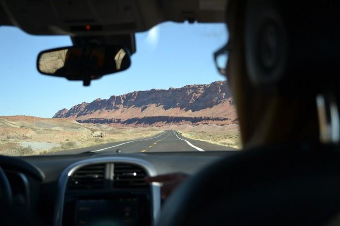 アメリカの広大な大地を車内から撮影