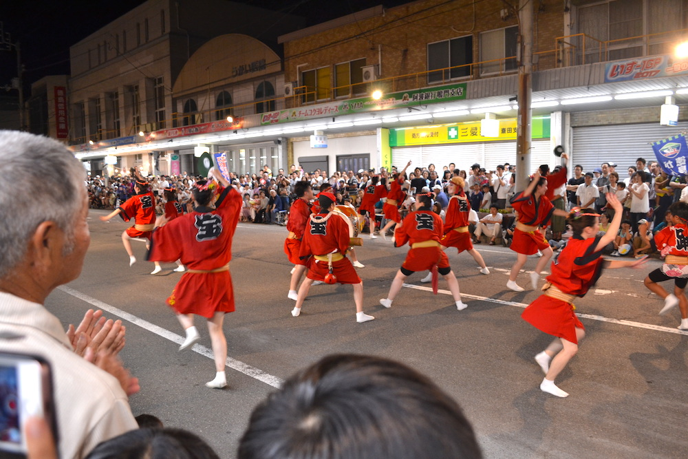 徳島県鳴門阿波おどりの輪踊り(寶船)の写真