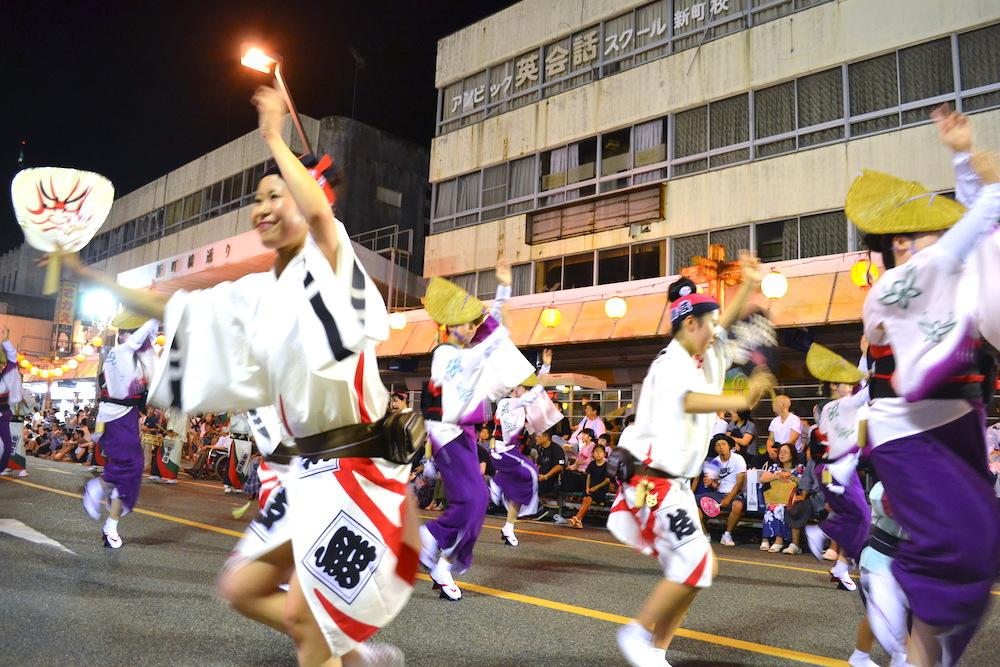 徳島阿波おどりの輪踊りの写真