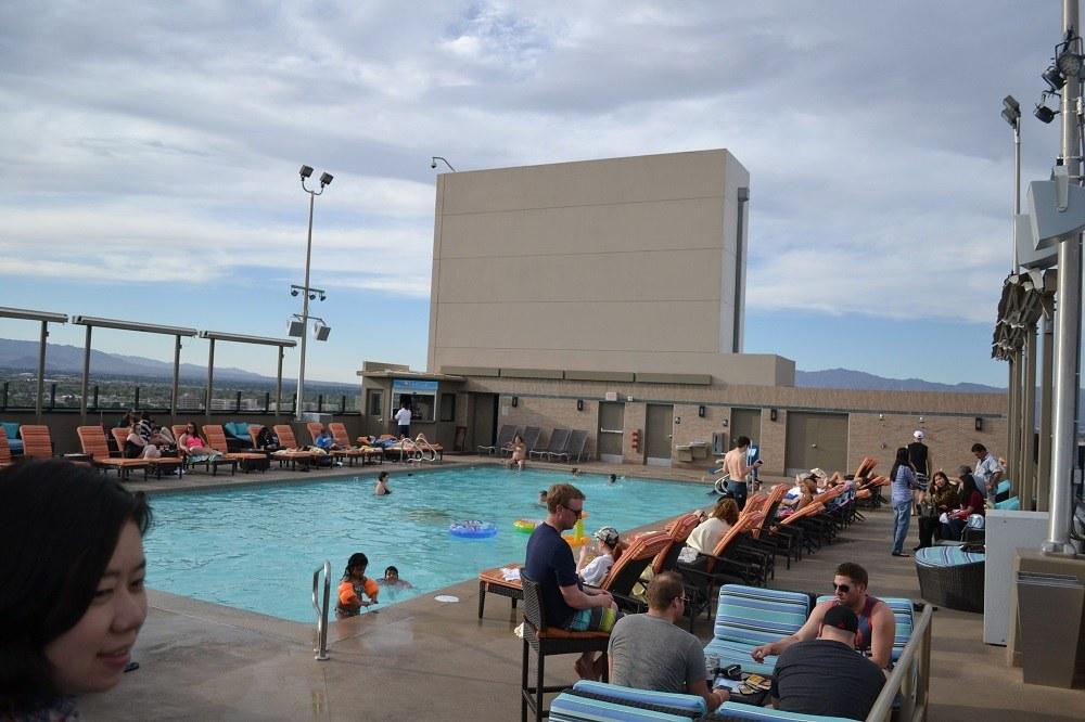 ストラトスフィアホテルのプールの写真