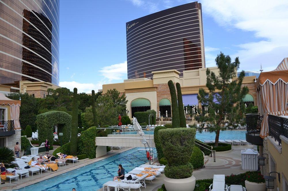 ウィンホテルのプールの写真