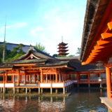 広島・厳島神社と五重の塔の写真
