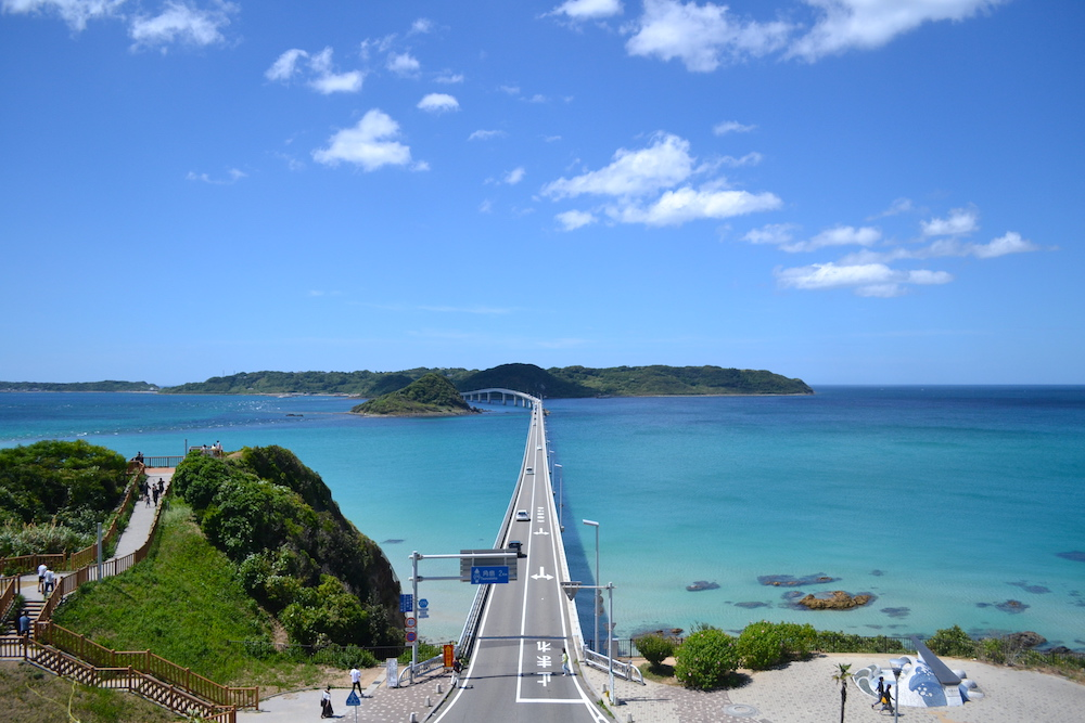 山口県の観光スポット角島大橋の写真