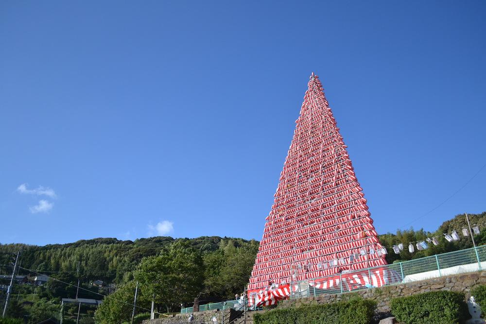 長崎県佐世保市江迎千灯籠まつり(昼の灯籠タワー)の写真