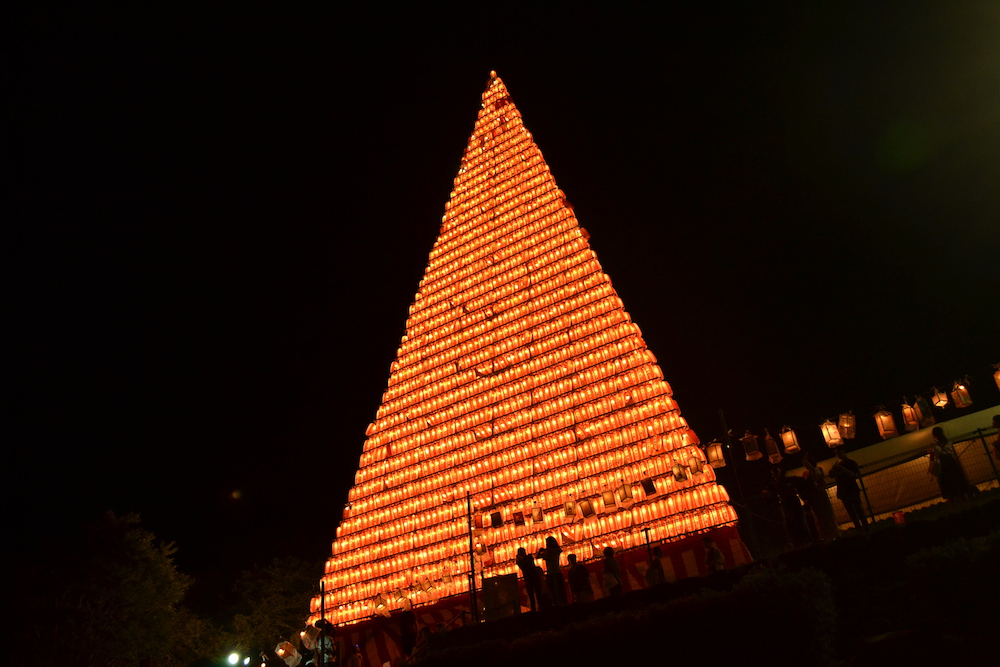 長崎県佐世保市江迎千灯籠まつり(夜の灯籠タワー)の写真