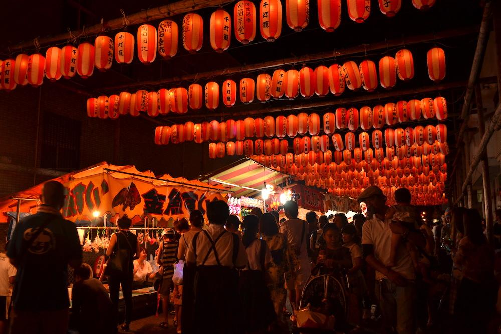 福岡県佐世保江迎千灯籠祭り(提灯と屋台)の写真