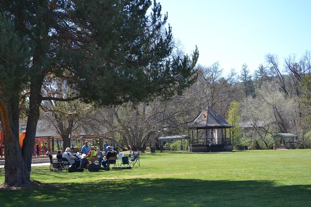オークハーストの公園の写真