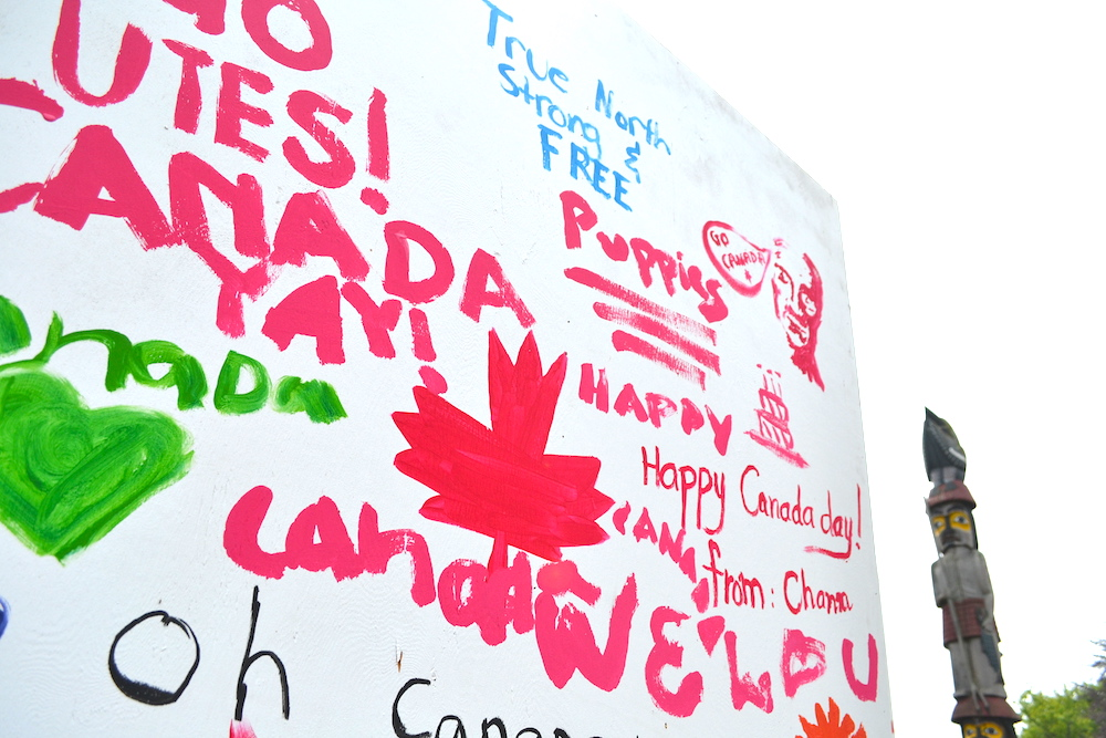 カナダデー記念落書きボードの写真