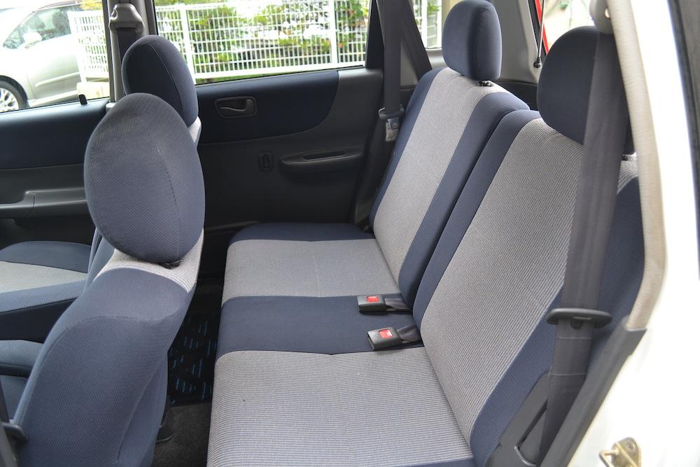軽自動車スバルプレオLS(後部座席)の写真