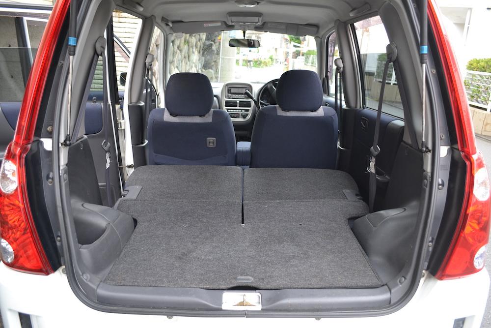 軽自動車スバルプレオLS(後部座席を倒した状態2)の写真