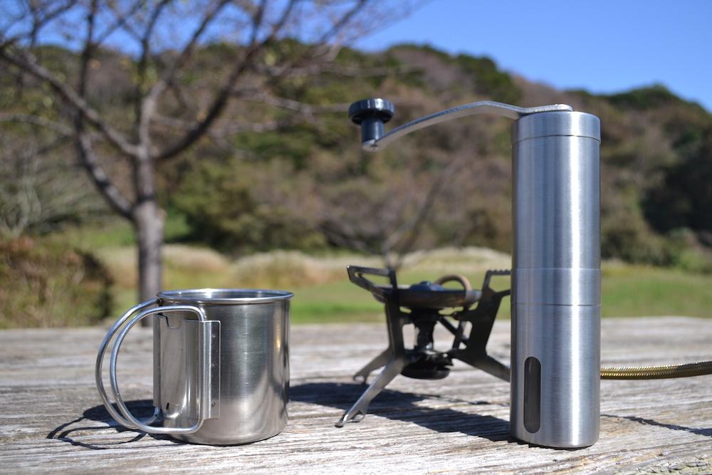 Homdox手動コーヒーミル(アウトドアにて)の写真