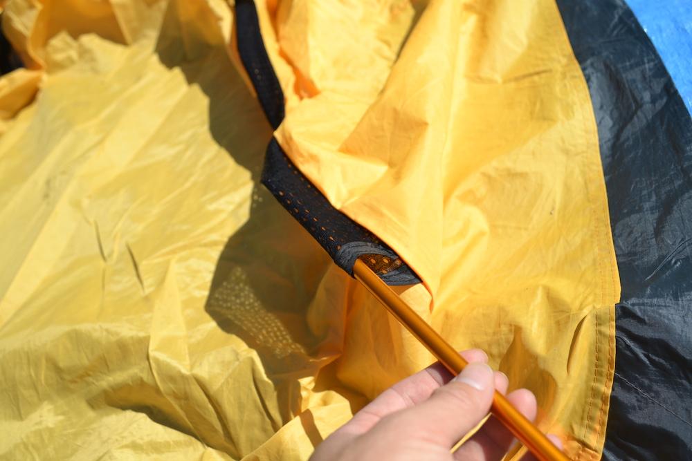 GeerTop2人用テントの貼り方(ポールを通す)の写真