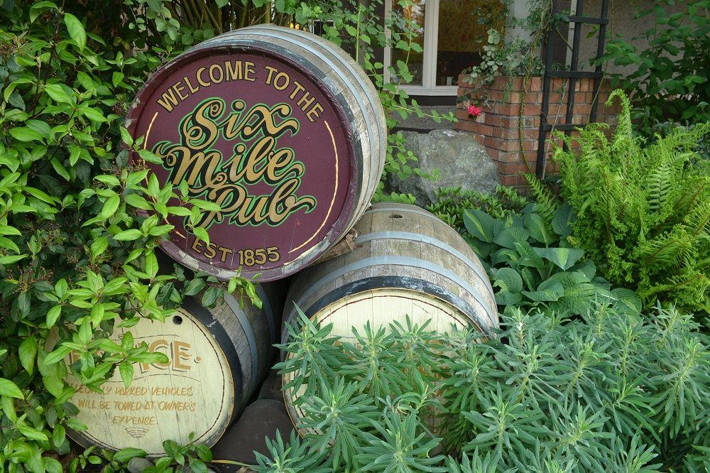Sim Mile Pubの樽の写真
