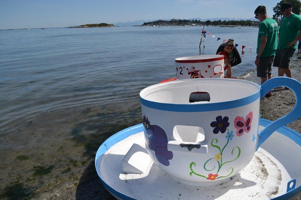 カナダのお祭り|ビクトリアに巨大ティーカップ!? The Oak Bay Tea Party