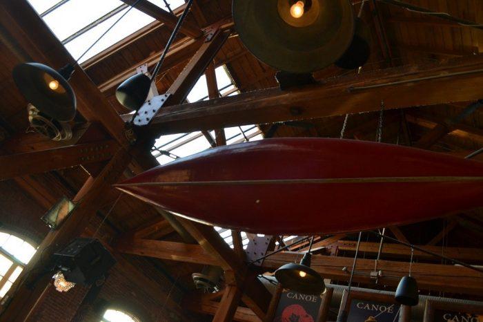 Canoe Brewpubのカヌーの写真