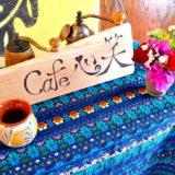 メキシコで自営業・カフェ心笑の看板(グアテマラ刺繍マット)の写真