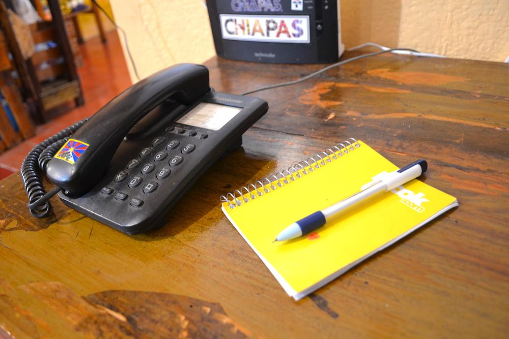 サンクリストバルの日本人宿カサカサの固定電話の写真