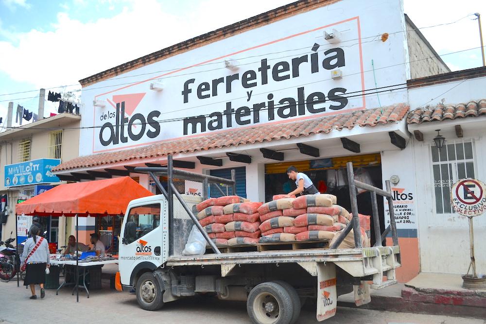 メキシコの金物・工具屋外観(サンクリストバル・デ・ラス・カサス)の写真