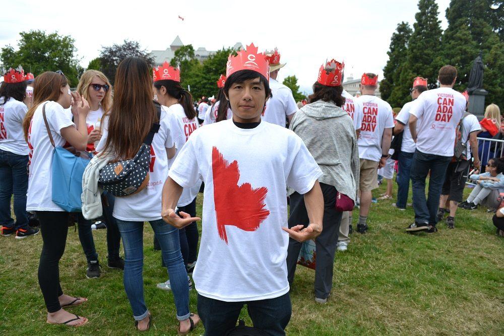 カナダデー記念Tシャツゲットした写真