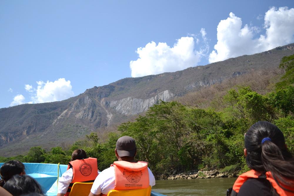 メキシコ・スミデロ渓谷ボートツアー乗客の皆さんと景色の写真