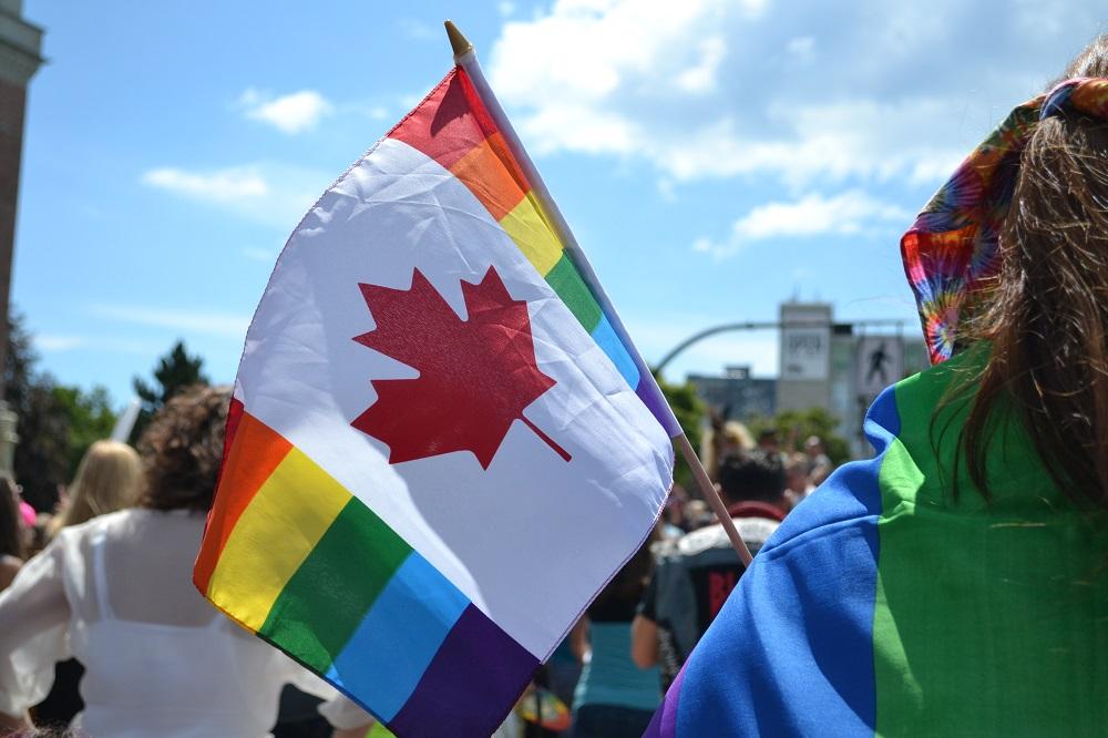 カナダPrideパレードカラフル国旗の写真