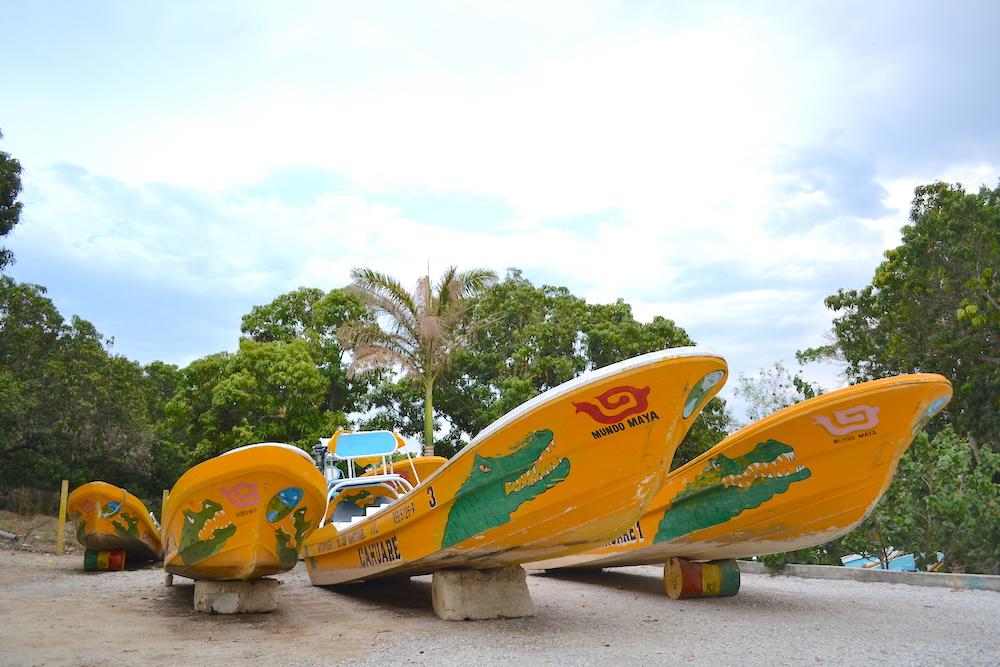 メキシコ・スミデロ渓谷ツアー用ボートの写真