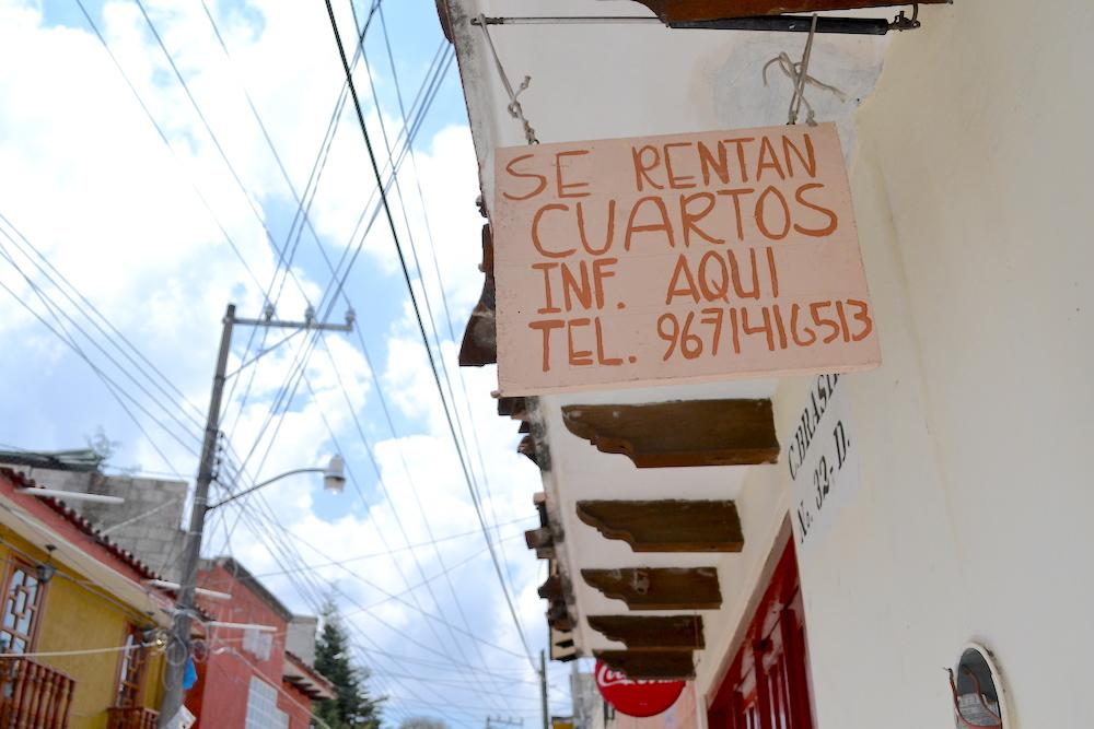 メキシコ・サンクリストバルで家探し(Rentaの看板)の写真