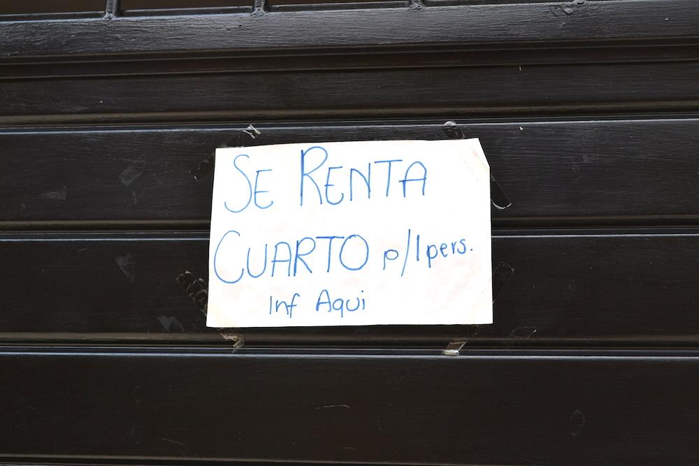 メキシコ・サンクリストバルで家探し(Rentaの貼り紙)の写真