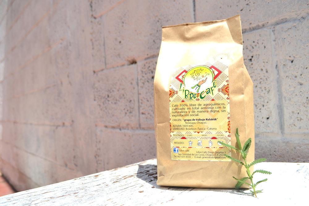 メキシコ・サンクリストバルのLiBRe CaFEの深煎り豆のパッケージ(テネハパ)の写真