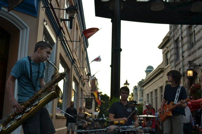 ビクトリアの若いストリートバンドの写真