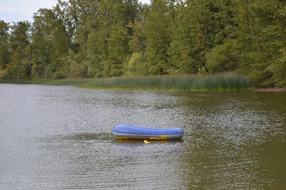 ビクトリアの湖でボート転覆の写真