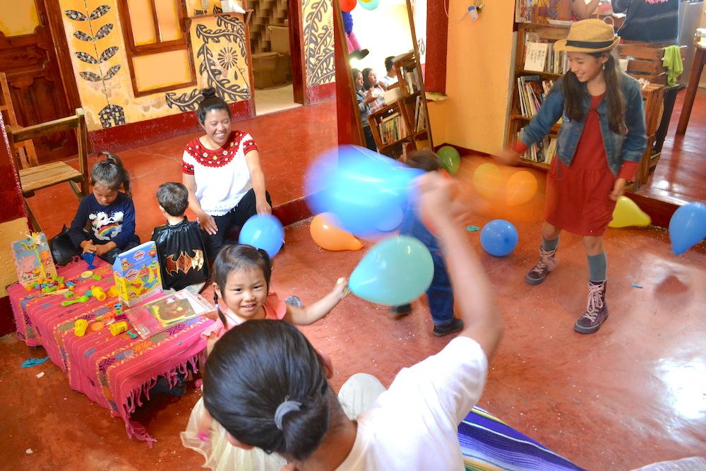 メキシコ・サンクリストバル|カサカサ(タケシさんモモちゃんお誕生日会・風船遊び)の写真