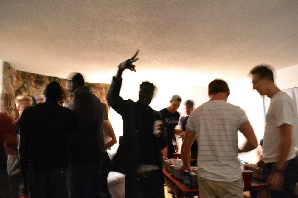 カナダ人学生のホームパーティの写真