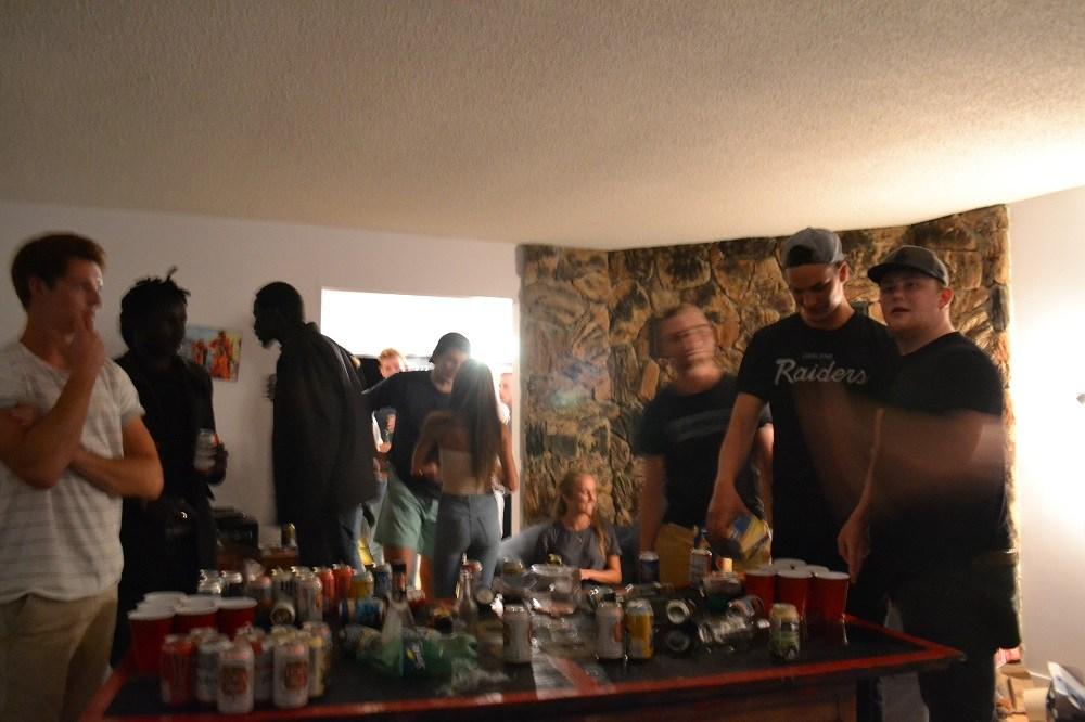 ビクトリアの大学生のホームパーティの写真