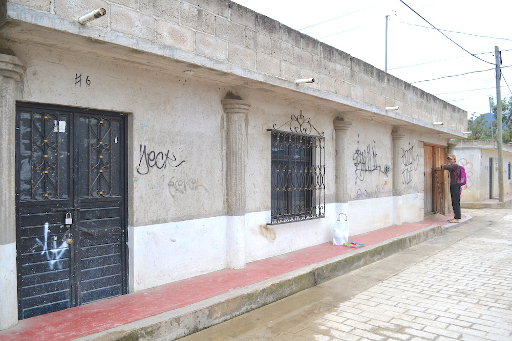 河野ルル|メキシコで壁画制作(塗装前の壁)の写真