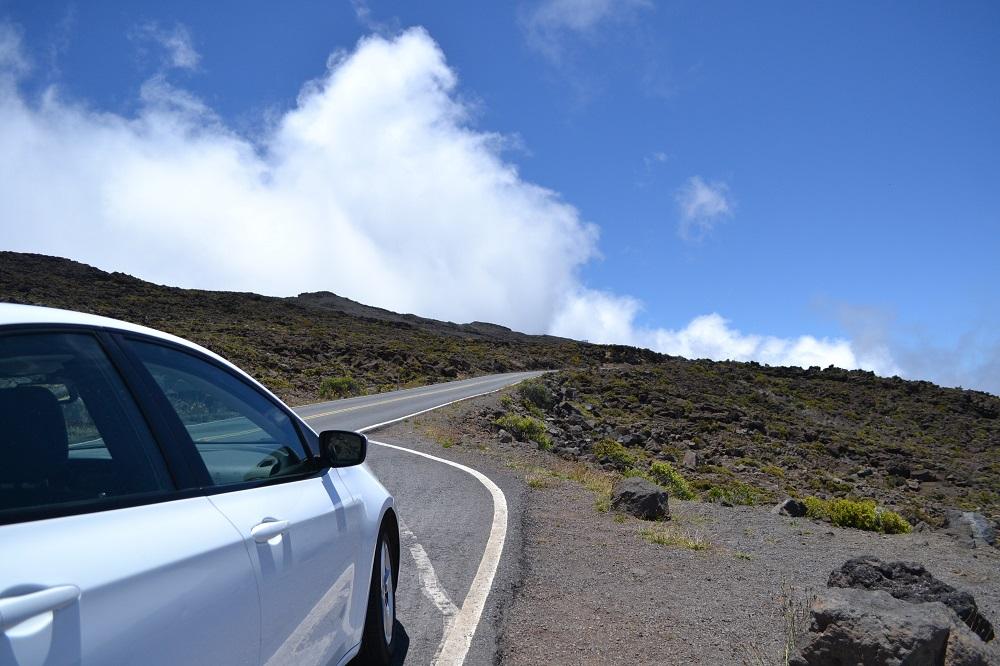 マウイ島カフルイ空港からハレアカラ山頂までレンタカーでドライブしてみた。