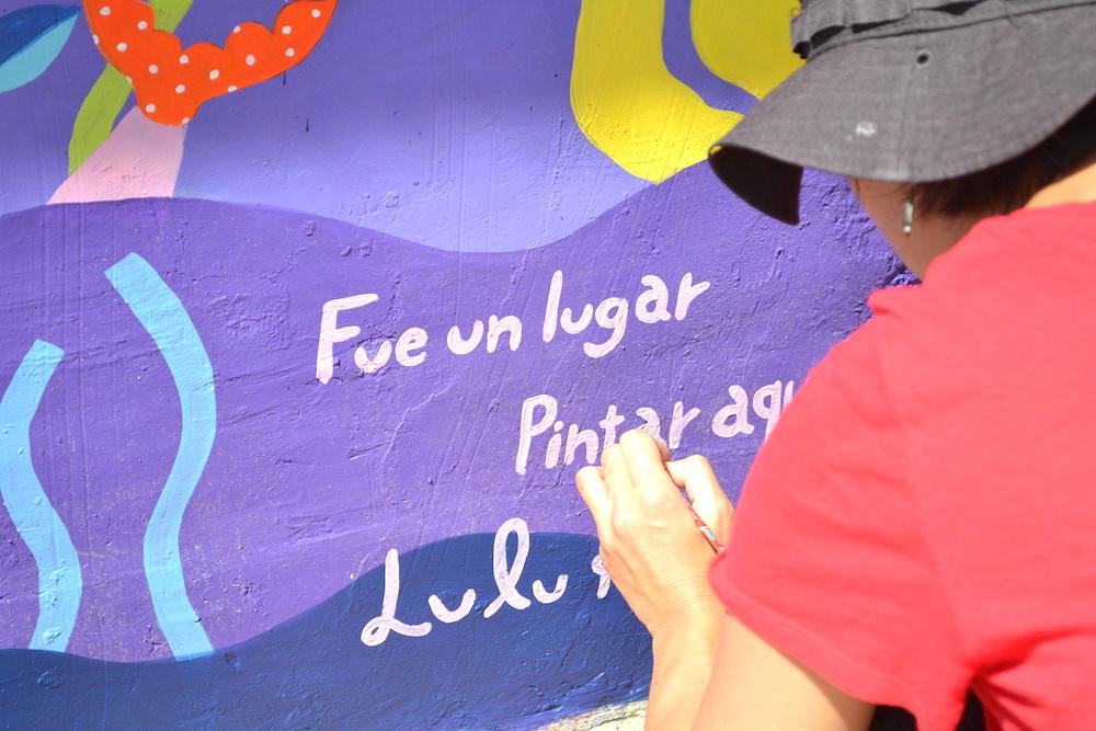 河野ルルちゃん|メキシコで壁画制作(最後の1筆)の写真